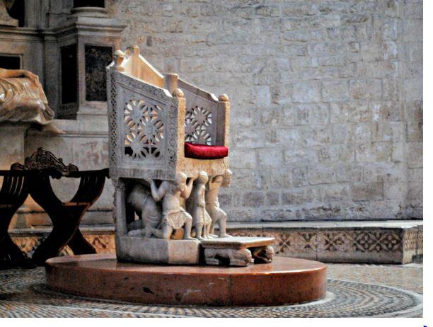 Кафедра аббата Илиии в присветерии