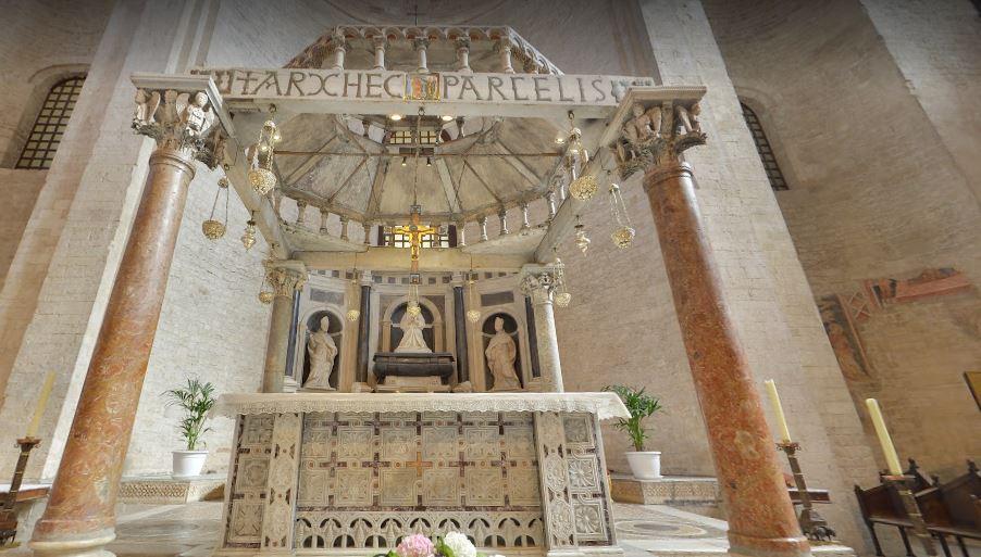 Киворий в пресвитерии базилики
