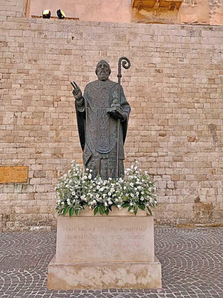 Памятник святому Николаю в Бари от Зураба Церетели
