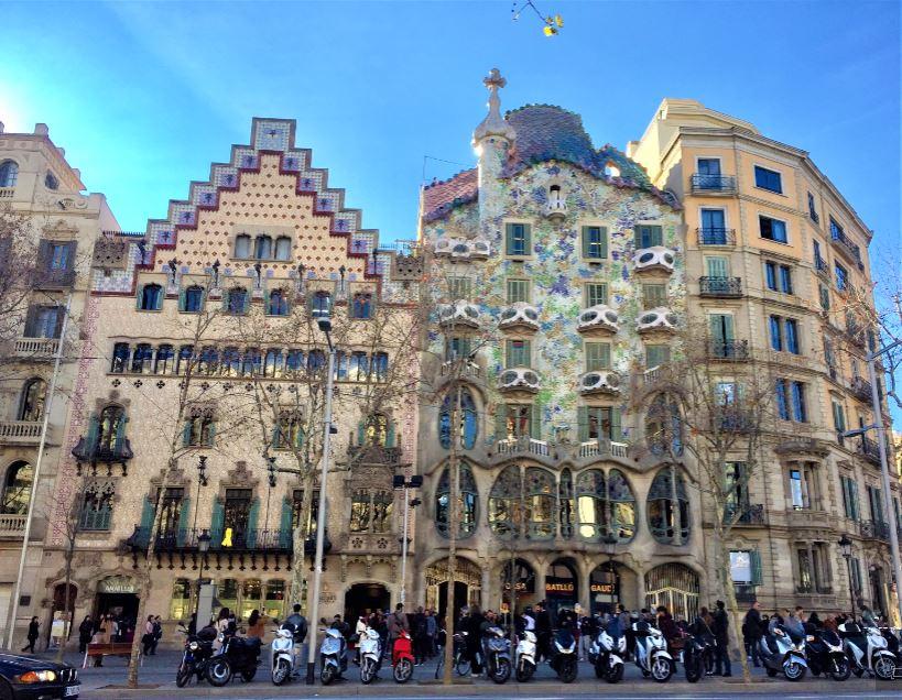 Все шедевры в Барселоне Гауди Дом Бальо