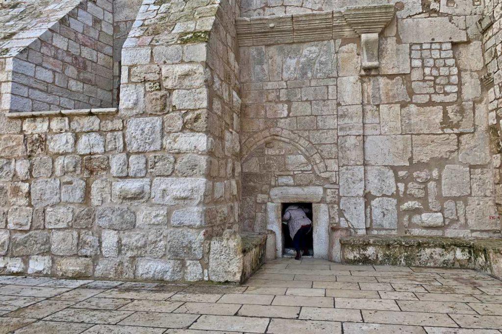 Врата Cмирения в базилике Рождества