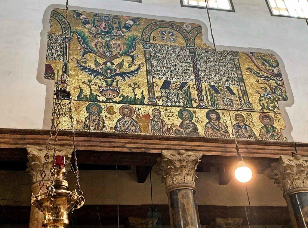 Мозаика 12 века на стенах в базилике Рождества