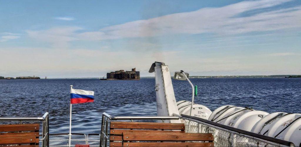 Форт Чумной с прогулочного парохода